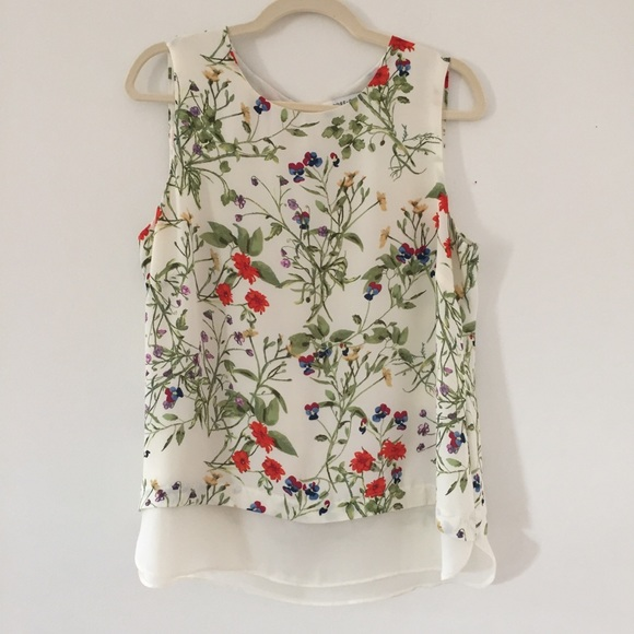 ff9c3c988618e Rose + Olive floral top. M 5c8ab65003087cb92cfa1d73